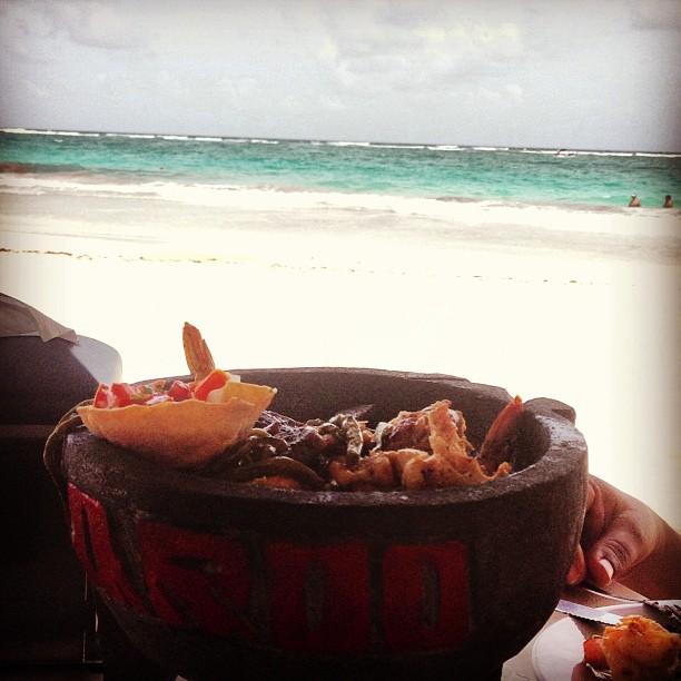 Molcajete de Mariscos en Playa Paraíso